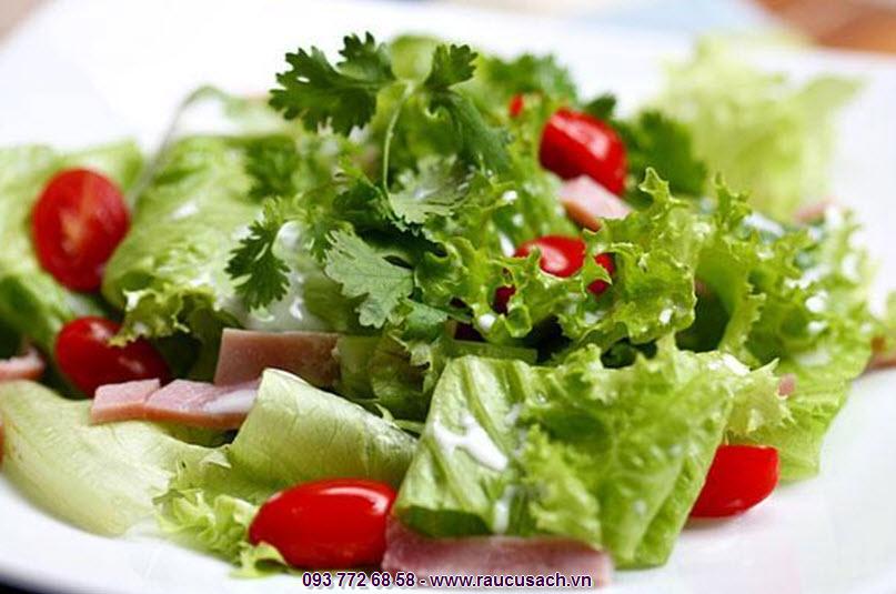 Làm salad trộn không mất nhiều thời gian